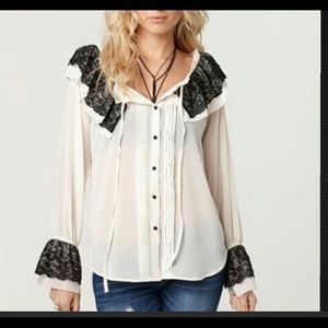 **NEW Andrew Charles Ruffle Lace Blouse
